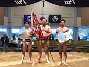 左から、75kg未満級3位 石井、120㎏以上級優勝 村上、75kg未満級準優勝 芝山